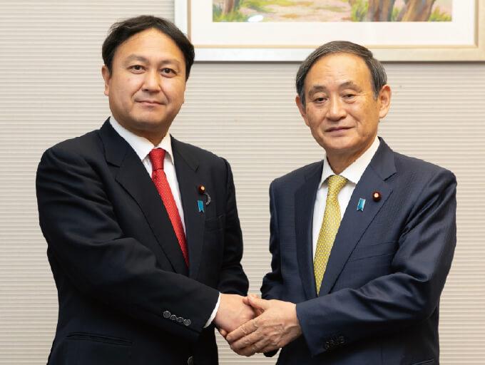内閣官房長官菅 義偉 先生との握手写真